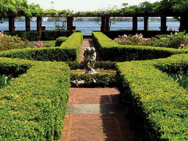 Noted for its collection of Old Master and American paintings and beautiful formal gardens, the Cummer is the largest fine art museum in Northeast Florida.